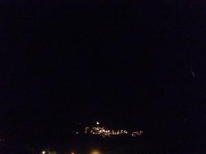 صورة من بلدة سجد - جنوب لبنان للقمر فوق بلدة الريحان تصوير: محمد ناصرالدين