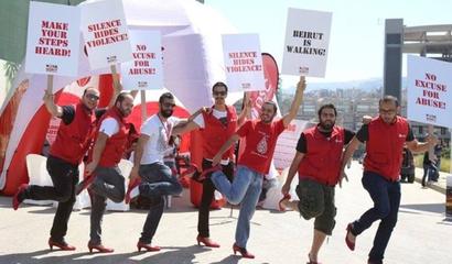 رجال مشوا بالكعب العالي في الضبية رفضاً للعنف ضد المرأة