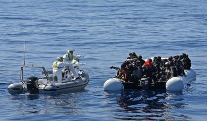 اللاجئون ضحية الإهمال العربي والتشدد الأوروبي