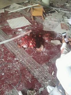 مشاهد من داخل المسجد الذي تم إستهدافه من قبل إنتحاري في القطيف