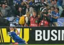 dnipro-player-celebrating-europa-league