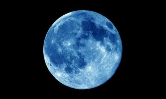 القمر الأزرق يظهر من جديد في نهاية تموز!