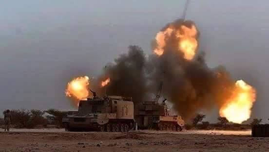 اشتعال النيران في مواقع عسكرية سعودية في منطقتي الطوال والحثيرة في جيزان اثر قصف مدفعي