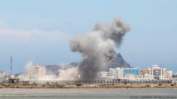 87c1a9990 مقتل 7 ﻣﻮﺍﻃﻨﻴﻦ ﻭﺇﺻﺎﺑﺔ ﺁﺧﺮين ﻓﻲ ﻏﺎﺭﺓ سعودية على عدن | Mulhak - ملحق ...