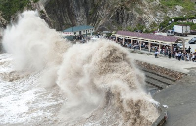 """إعصار """"تشان-هوم"""" يتسبب بإلغاء 150 رحلة جوية في كوريا الجنوبية"""
