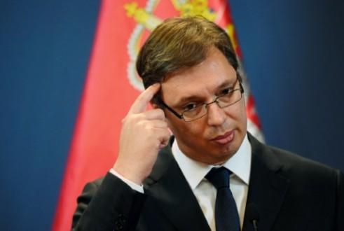 """2eb78f301 رشق رئيس وزراء صربيا بالحجارة أثناء احياء ذكرى """"سربرنيتشا""""   Mulhak ..."""