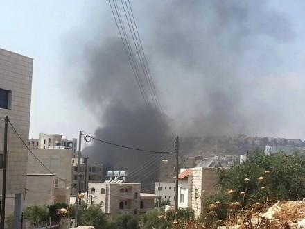 مستوطنون يحرقون منزلا آهلا بالسكان في نابلس