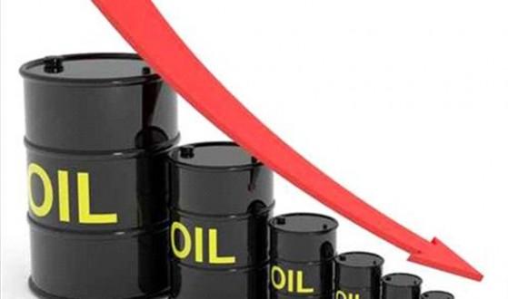 النفط يهبط بعد بيانات تظهر زيادة في المخزونات