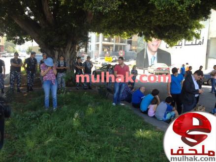 1a8385535 بالصور: أهالي العسكريين يقطعون طريق الصيفي | Mulhak - ملحق أخبار ...