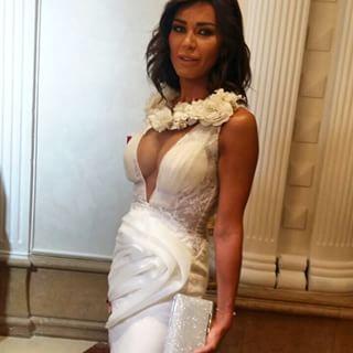 فستان نادين الراسي يثير البلبلة!