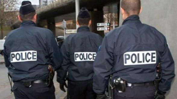 2ea2044743fec الشرطة الفرنسية تطلق النار على سيارة حاولت اقتحام سباق دراجات ...