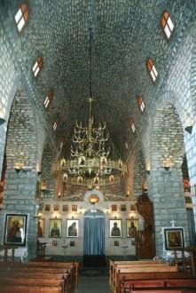 بالصور: زفاف بين أنقاض كنيسة مار جرجس في حمص