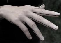 tattoo-dotwork-finger-hand