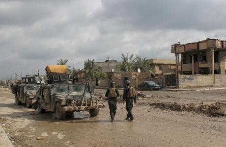 """""""قصف عنيف"""" من القوات العراقية ضد تنظيم الدولة الاسلامية قرب الرمادي"""
