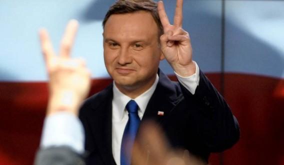 رئيس بولندا المنتخب اندري دودا يتسلم مهامه رسميا
