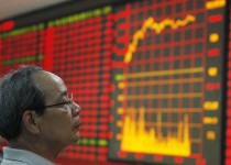 HUAIBEI, CHINA - JUNE 14:  (CHINA OUT) An investor watches the electronic board at a stock exchange hall on June 14, 2011 in Huaibei, Anhui Province of China. International markets have been buoyed by the release of economic data from China allaying fears of a severe slowdown in the country's economy.  (Photo by ChinaFotoPress/Getty Images)