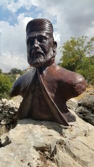 رفع تمثال البطريرك يوحنا الحلو في وادي قنوبين