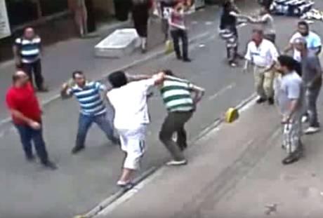 إيرلندي من أصل عربي يواجه عشرات تجار المخدرات في تركيا بمفرده!