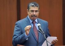 صورة إرشيفية لرئيس الوزراء اليمني المكلف خالد محفوظ بحاح خلال إحدى جلسات البرلمان في صنعاء.  (ا ف ب)