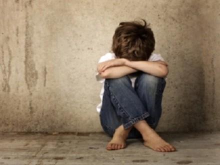 طفل يتعرّض للإغتصاب بموافقة والدته.. والجمعيات ترفض إيوائه