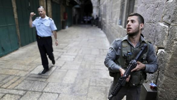 مقتل فلسطيني وإصابة إسرائيليين بعمليات طعن جديدة في القدس وتل أبيب والخليل
