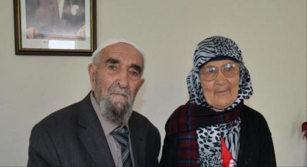 """قصة حب تركية """"حقيقية"""" تنتهي نهاية سعيدة بعد 77 عاما"""