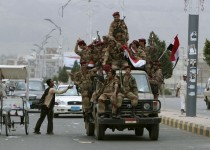 Defecting army soldiers ride on a vehicle while shouting slogans during a rally to demand the ouster of Yemen's President Ali Abdullah Saleh in Sanaa May 27, 2011. Yemeni tribesmen said they wrested a military compound from elite troops loyal to President Ali Abdullah Saleh outside the capital Sanaa on Friday as increased fighting threatened to tip the country into civil war. REUTERS/Ammar Awad (YEMEN - Tags: POLITICS CIVIL UNREST MILITARY)