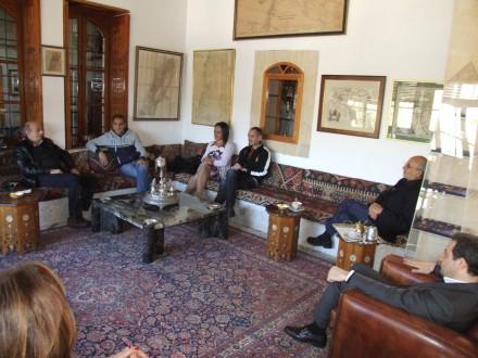 جنبلاط يكرم الإعلامي المصري باسم يوسف