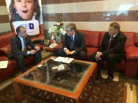 بو صعب بحث سبل تعزيز الدعم الأميركي للبنان في القطاع التربوي مع سايمون هينشاو