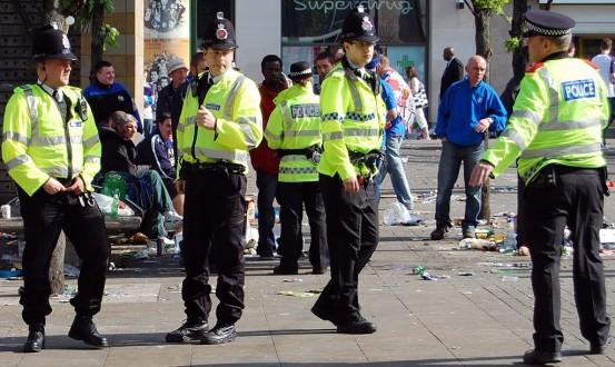الشرطة البريطانية تنشر المزيد من رجال الأمن في محطات القطارات ومترو الأنفاق