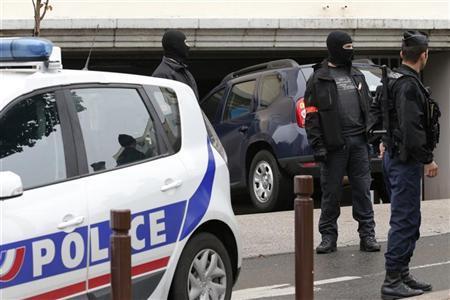 الشرطة الفرنسية تطلق النار على سيارة وتلقي القبض على سائقها