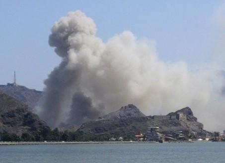 صاروخ موجه استهدف بارجة حربية للتحالف العربي قبالة سواحل المخا