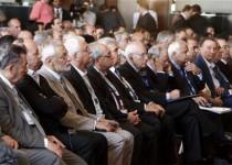 أعضاء من المعارضة السورية يحضرون مؤتمرا في القاهرة يوم الاثنين. تصوير. اسماء وجيه - رويترز