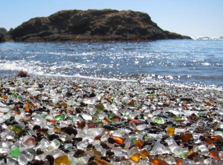 الشاطئ الزجاجي