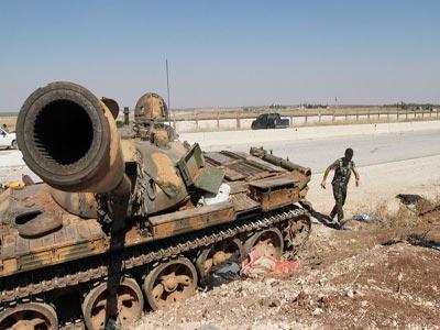 الجيش السوري يفكّك العبوات على طريق خناصر – حلب تمهيداً لفتحها