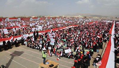 """جماهير """"عام من الصمود"""" تحتشد في العاصمة اليمنية صنعاء"""