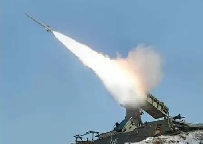 القوة الصاروخية تطلق صاروخاً باليستياً على تجمعات التحالف السعودي بمعسكر تداوين في مأرب