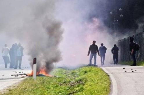 مواجهات بين متظاهرين وقوات الامن عند الحدود بين ايطاليا والنمسا