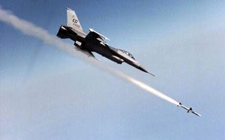 """طائرات التحالف تدمر ثلاث عجلات لـ""""داعش"""" وتقتل من فيها في الرمادي"""