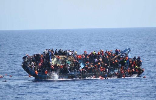 سبعة قتلى ونحو مئة مفقود إثر غرق مركب في المتوسط