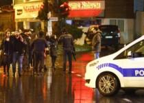 أفراد من الشرطة يؤمنون منطقة بالقرب من ملهى ليلي في اسطنبول يوم الأحد. تصوير: عثمان أورسال - رويترز