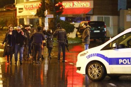 مقتل تسعة وثلاثين شخصاً وإصابة العشرات في هجوم مسلح على ملهى ليلي في اسطنبول