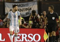 Argentina's forward Lionel Messi (L) argues with first assistant referee Emerson Augusto de Carvalho during the half time of their 2018 FIFA World Cup Russia South American qualifier football match against Chile, at the Monumental stadium in Buenos Aires, on March 23, 2017.  The FIFA on March 28, 2017 suspended Messi for four Argentina games. / AFP PHOTO / JUAN MABROMATA        (Photo credit should read JUAN MABROMATA/AFP/Getty Images)