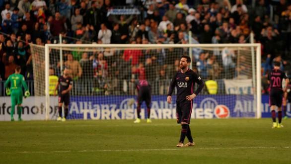 برشلونة يسقط أمام ملقا ويفشل في استغلال تعثر ريال مدريد