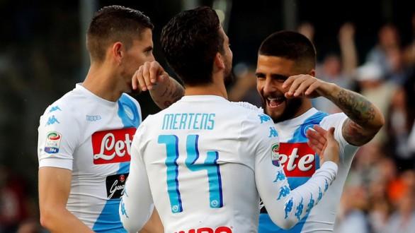 نابولي يكتسح فيورنتينا برباعية في الدوري الإيطالي