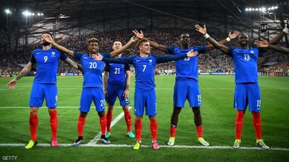 فرنسا تهزم إنكلترا بعشرة لاعبين
