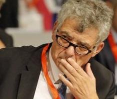 """رئيس الاتحاد الاسباني يستقيل من منصبيه في """"الفيفا"""" و""""الويفا"""""""