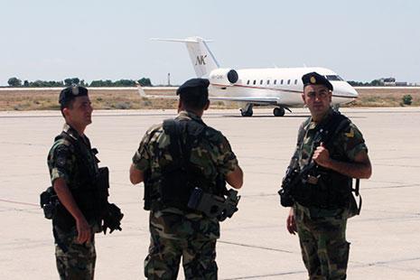 مواجهة في المطار بين الجيش وقوى الأمن!