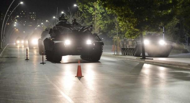 """مراسل """"ملحق"""": رتل عسكري تركي كبير يدخل الأراضي السّورية ويتوجه إلى ريف حلب الغربي"""