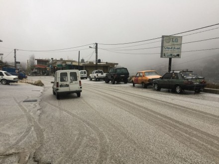 الثلوج على ارتفاع 1500 متر في عكار والعواصف فتكت بالمزوعات